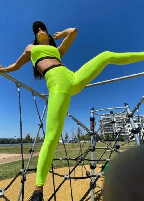 BOLDNESS high-waisted leggings